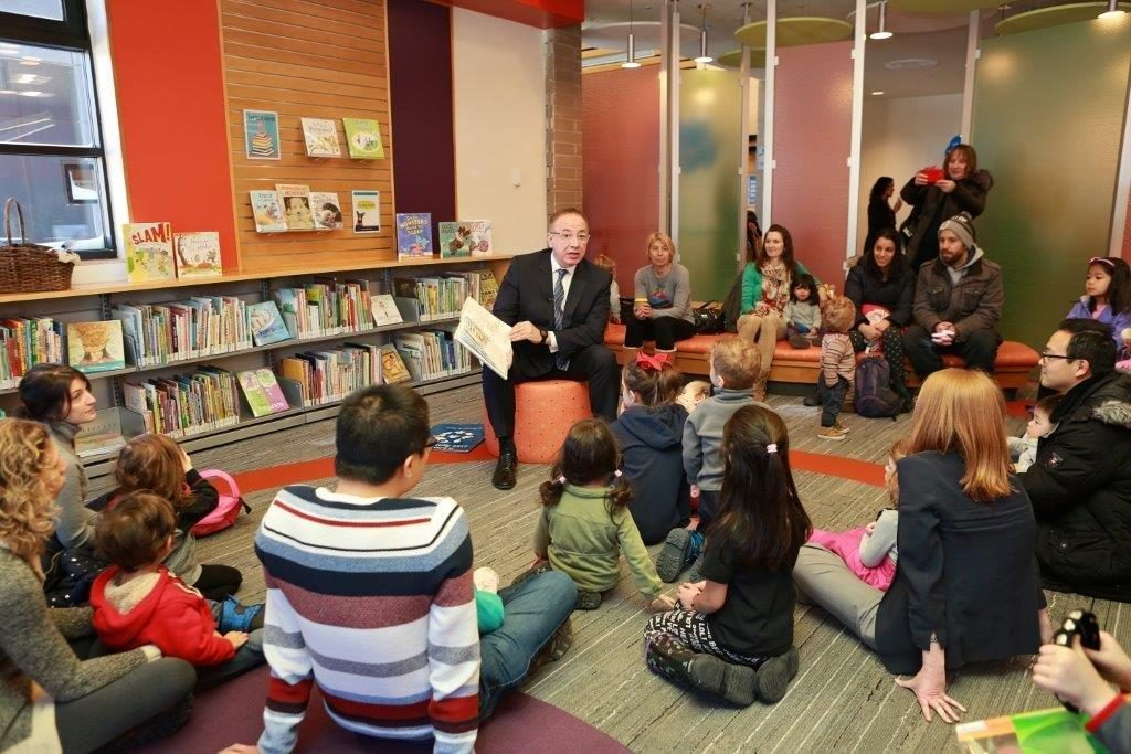A special storytime with Mayor Maurizio Bevilacqua.